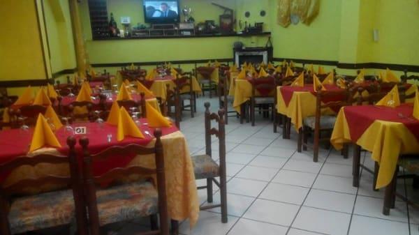 sale dipinte di giallo e di bianco - Ricci Park Hotel, San Giorgio Del Sannio