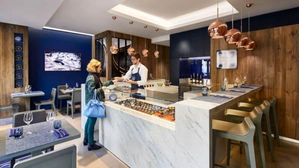 Notre épicerie et table de la mer - Le Comptoir du Caviar, Paris