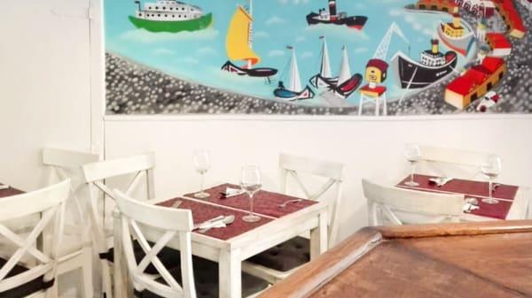 Sala del restaurante - O Bifanas, Madrid
