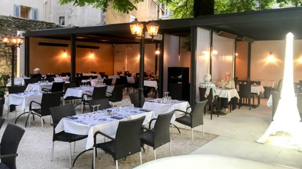 Terrasse - La Cour d'Honneur, Avignon