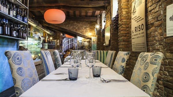 Vista sala - Taverna Guyot, Milano