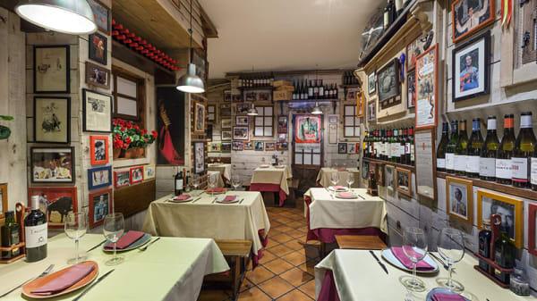 Sala - El Tendido, Madrid