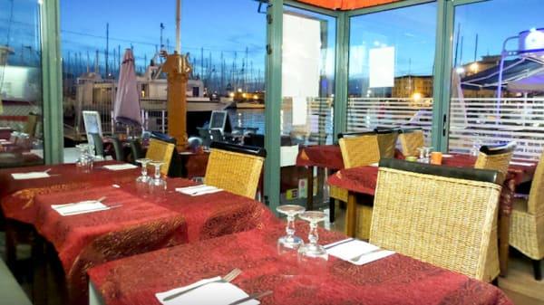 Vue tables - Mirch Masala, Toulon