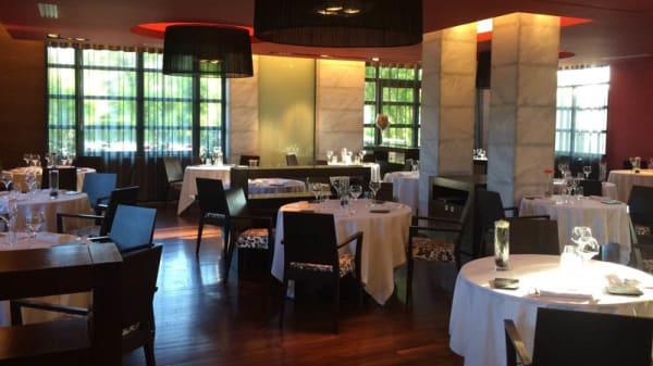 Salle - L'Aragon Côté Gastronomique, Juillan