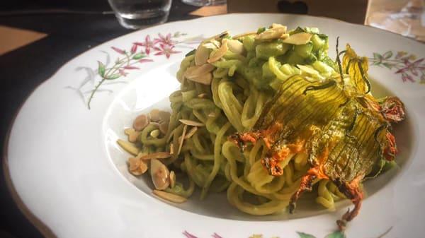 Tajarin Con Granella Di Nocciole - Goustò, Turin