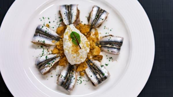 Alici marinati con quenelle di ricotta a crumble alle mandorle - Kora Park Restaurant, Formia