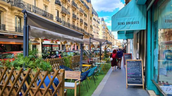 Sens Uniques, Paris