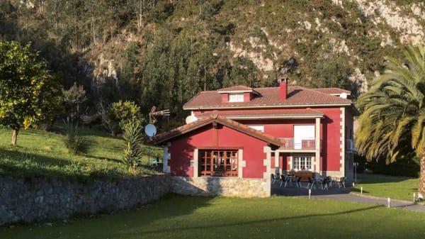Entrada - La Solana, Cuevas