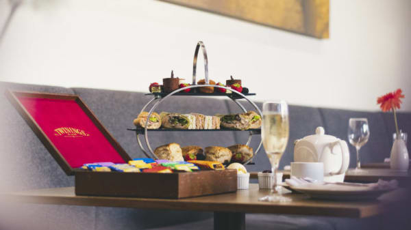 Larder Restaurant - Hilton Reading, Reading