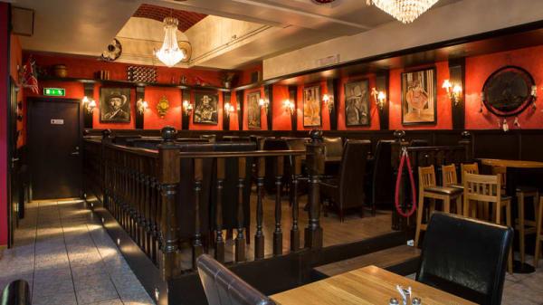 rum FEST - Dollys kök och bar, Stockholm