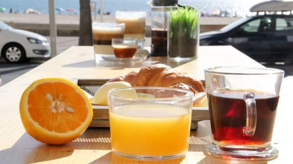 Desayuno en la terraza - Malabar, Cádiz