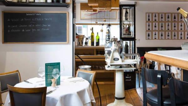 Salle du restaurant - La Cave, Saint-Louis