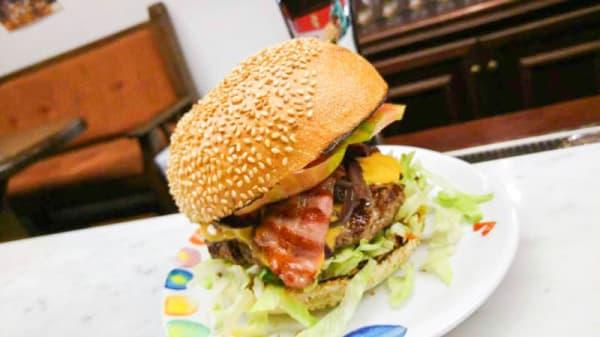 Hamburger Mercedes - Caracas Grill, Amantea