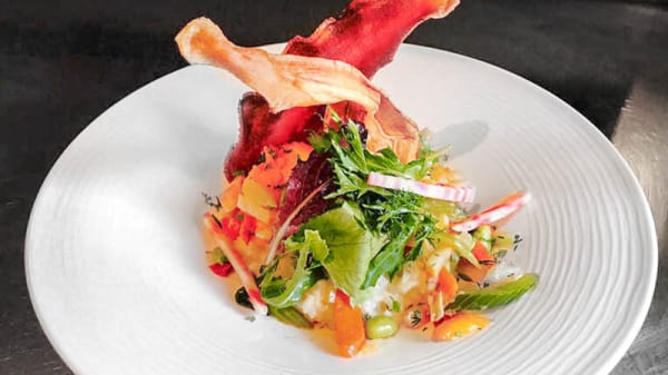 Risotto de légumes à l'huile de truffe servi avec ces chips de légumes - A La Guill on Dine, Lyon