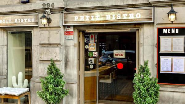 Fachada restaurante - Petit Bistro, Barcelona