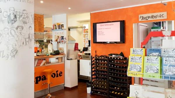 La colonna degli scrittori, libri e banco - Mangiaparole Libreria Caffè Letterario, Roma