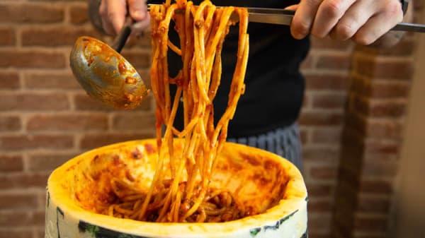 Bucatini all' Amatriciana ripassati nel Pecorino - Simo Restaurant, Stradella