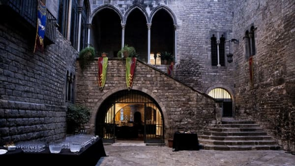 Sopars Medievals 1 - Sopars Medievals al Palau Requesens, Barcelona