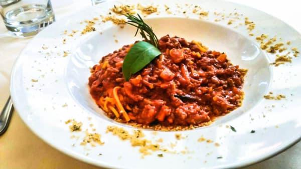 Tagliolini al ragout di cervo - Noodles with deer sauce - La Tavola Rotonda, Bardonecchia