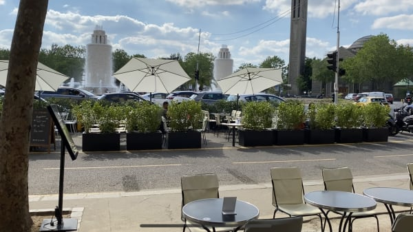 Les Fontaines, Paris