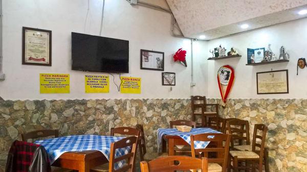 Sala - Pizzeria e Friggitoria Cacialli, Naples