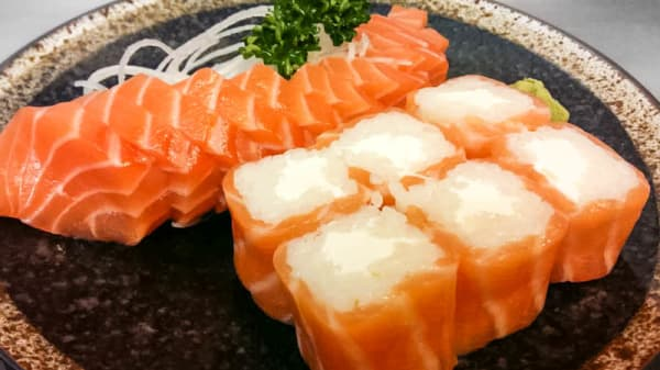 Sashimi saumon & salmon roll - Umami, Paris