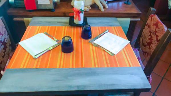particolare tavolo - La Botte, Gradara