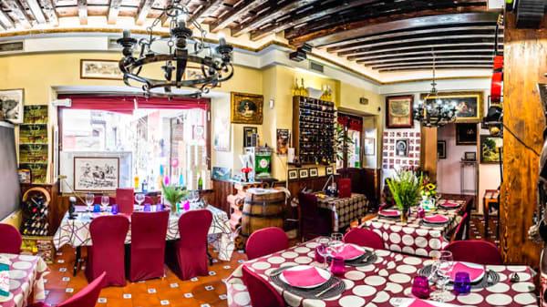 Sala - Lo Nuestro Tapería & Restaurante, Toledo