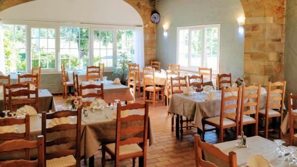 La salle - Restaurant Le Grand Chêne et Chambres, Sillans-la-Cascade
