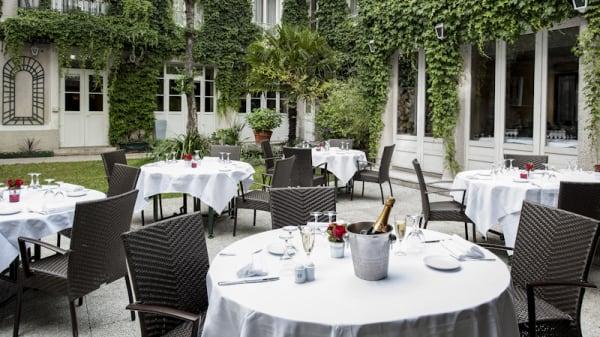 Terrasse - La Table des Maréchaux - Hôtel Napoléon, Fontainebleau