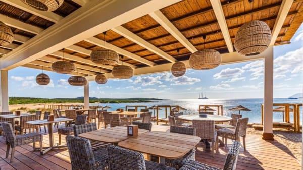 J Beach and Bar & Restaurant, Arzachena