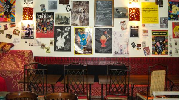 de la lecture sur les murs... - Les Pieds sous la Table, Paris