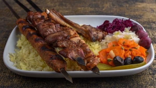 Schesch Besch Mix Grillplatte für eine Person - Schesch Besch Restaurant, Wien