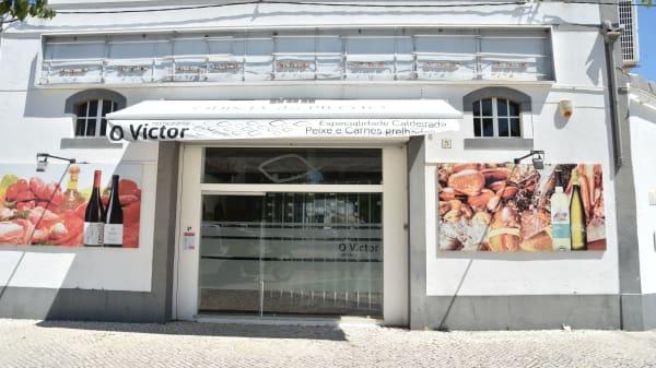 Entrada - O Victor, Montijo