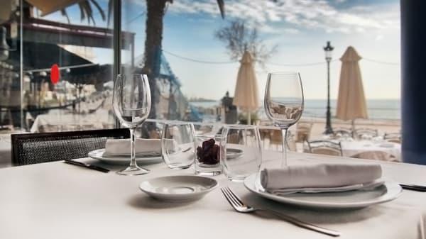 detalle mesa - La Concha, Sitges