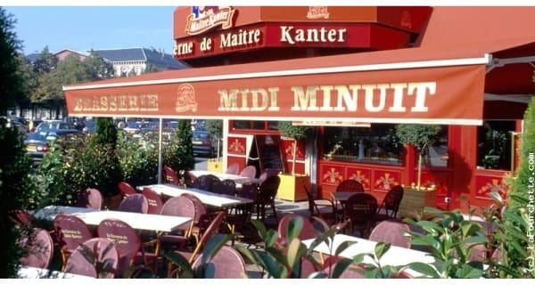 Zoom sur la terrasse - Taverne Maître Kanter Chambéry, Chambéry
