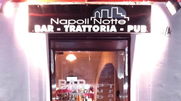 entrata - Napoli Notte, Napoli