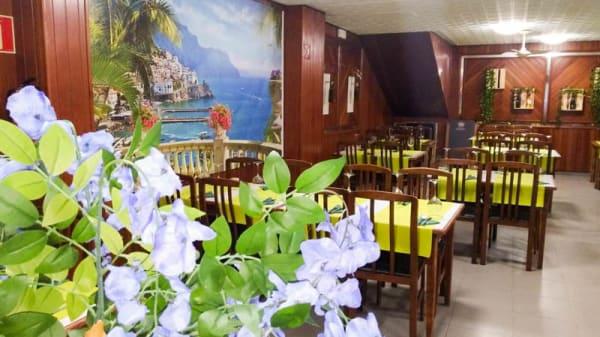 Vista del interior - Grazie Pizzeria Ristorante, Oleiros