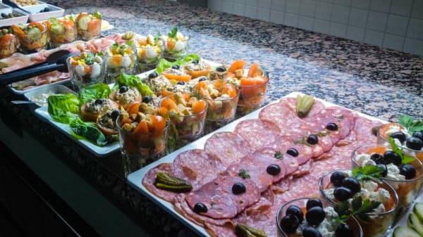 Buffet des hors d'oeuvre - Le Marché Gourmand - HOTEL KYRIAD, Magny-le-Hongre