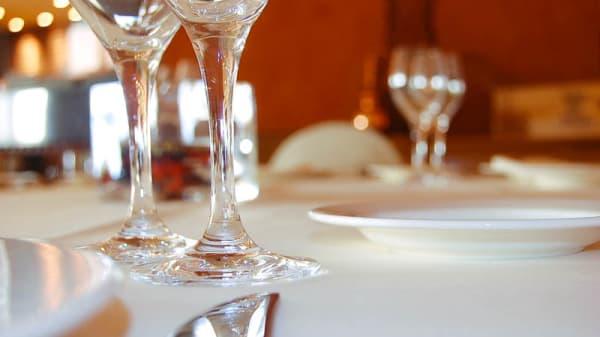 Detalle mesa - Alambí - Hotel Hesperia Sant Just, Sant Just Desvern