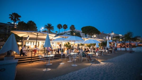 Terrasse - Hyde Beach Cannes, Cannes