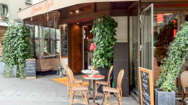 l'entrée du restaurant - Louise - Palais Royal, Paris