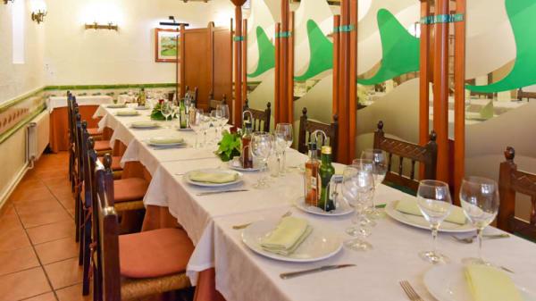 Mesas preparadas para un grupo - Masia La Cuina, Castellbisbal