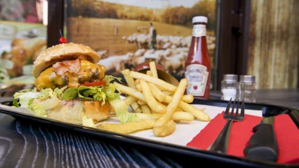 Burger et des frites - Le French Burger, Paris