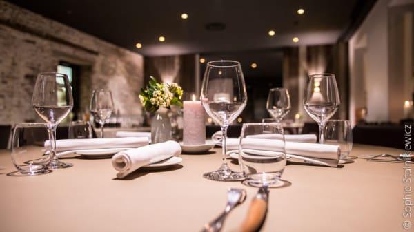 Table dressée - L'Essentiel, Attiches