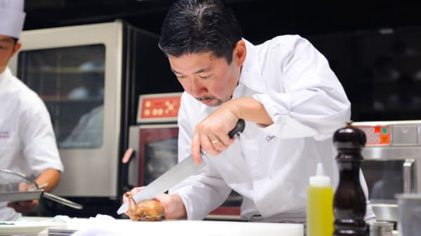 Le chef en action - Le Village - Tomohiro Uido, Marly-le-Roi