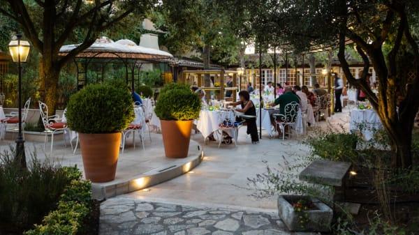 Jardin - Auberge de Cassagne, Le Pontet