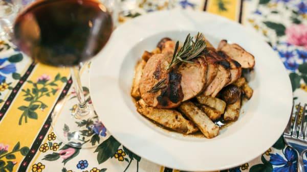 Lombinho de porco com raiz de aipo e castanhas - Aromas da Graça, Lisbon
