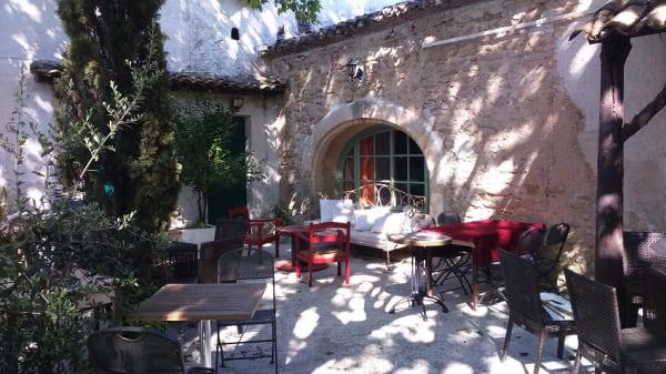 Terrasse - La Grange Gourmande, Robion