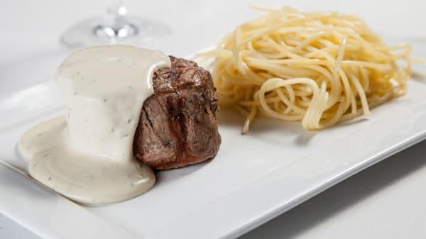 Flet at Zola e Spaghetti Trufado - La Piadina Cucina Italiana, São Paulo